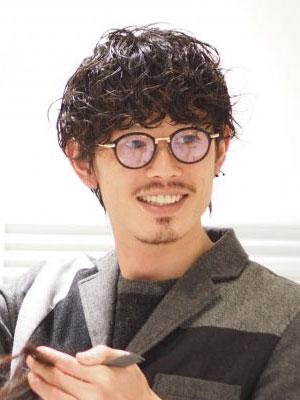 霜鳥 健太郎